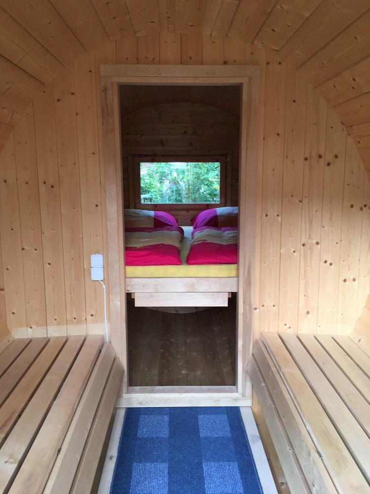 Sitzplatz-im-Campingfass